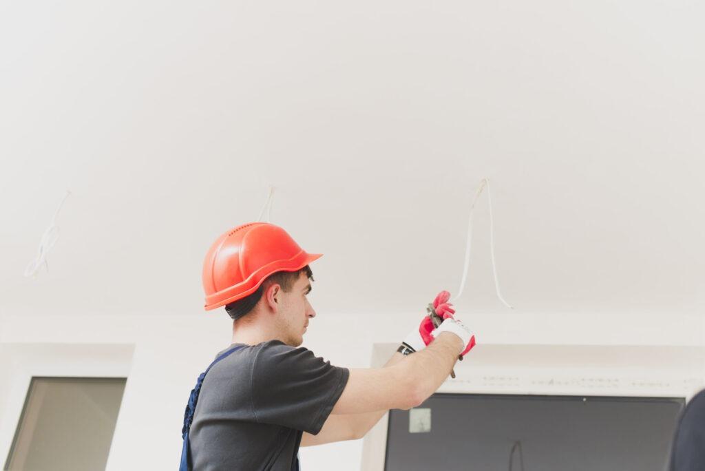 Como instalar y conectar un ventilador de techo